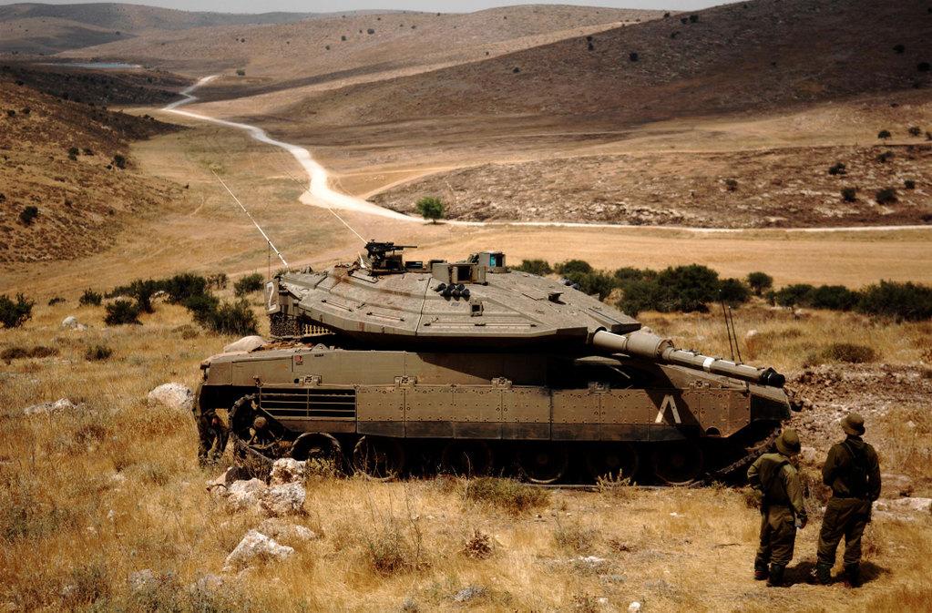טנק מרכבה ככה צהל שיקר לחיילים ושלח אותם למותם בלבנון  MerkavaIVOnStation